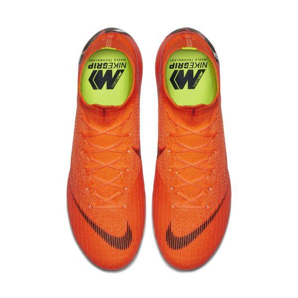 1a3f7f8ef يمكن نسب ملمس حذاء Mercurial 360 الناعم إلى التقدم الذي أحرز في تقنية Nike  All Conditions Control (ACC)، فقد اعتُمدت سابقاً في أعلى منتج Flyknit  النهائي ...