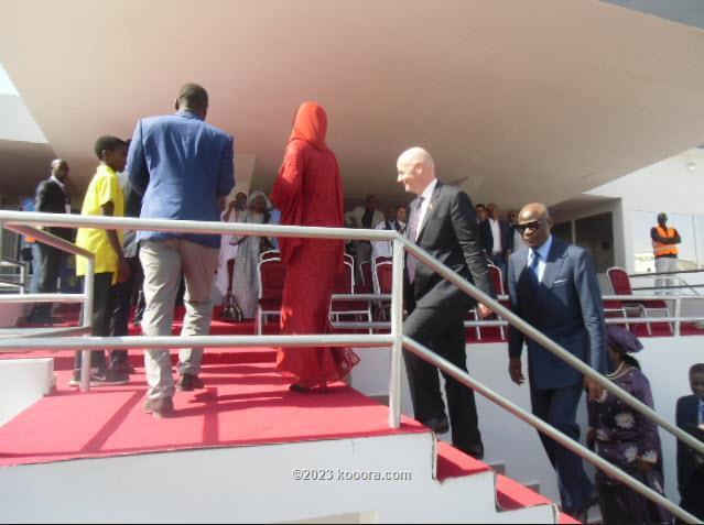 بالصور: رئيس الفيفا يشرف على تدشين ملعب شيخا ولد بيديا