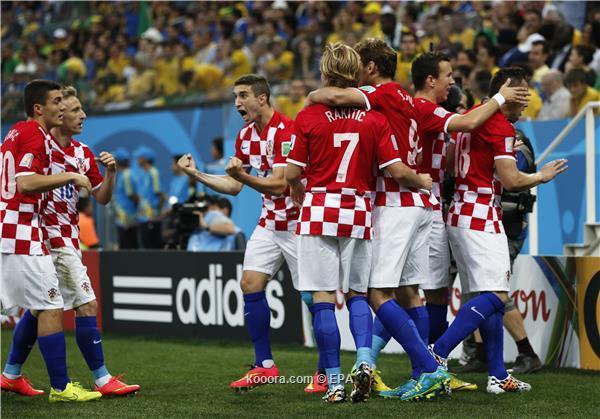 نيمار يشعل المونديال مبكرا بانطلاقة قوية للبرازيل أمام كرواتيا
