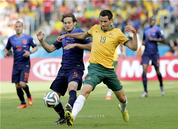 هولندا تنتزع فوزاً صعباً أستراليا وتقترب ال16