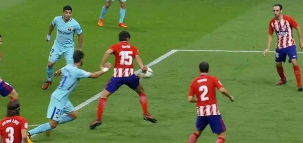 قرار - قرار مثير للجدل من حكم مباراة برشلونة وأتلتيكو مدريد  ?i=ali.18%2f2017%2f10%2f14%2f1508012192798