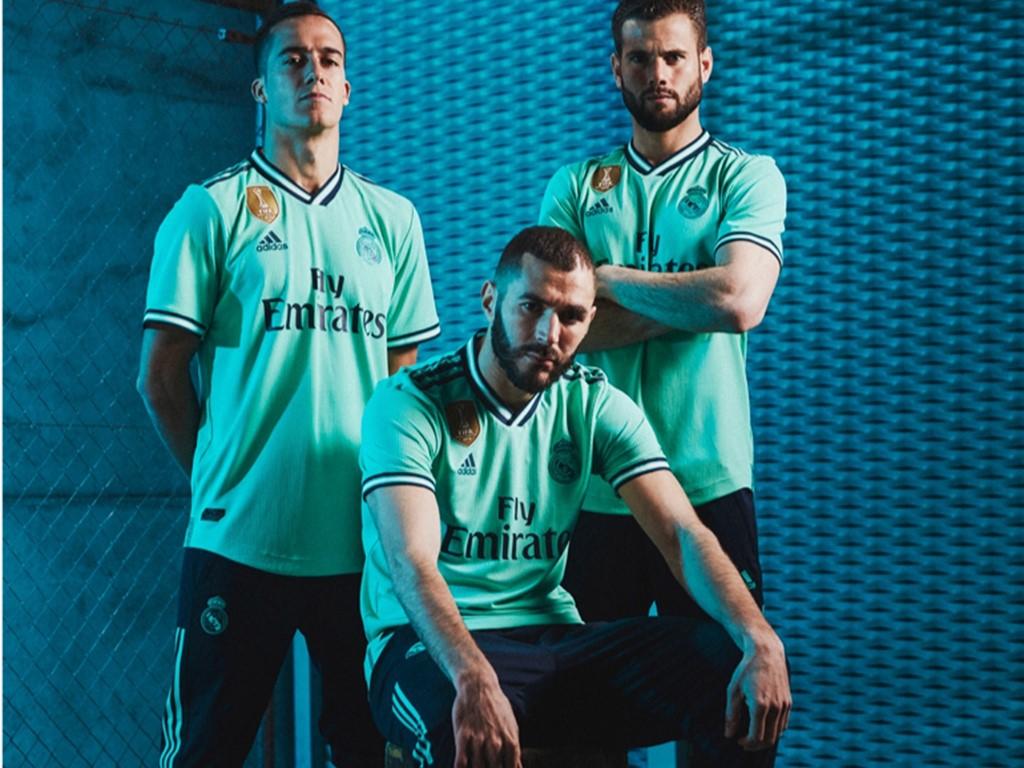 بالصور ريال مدريد يعلن عن قميصه الثالث