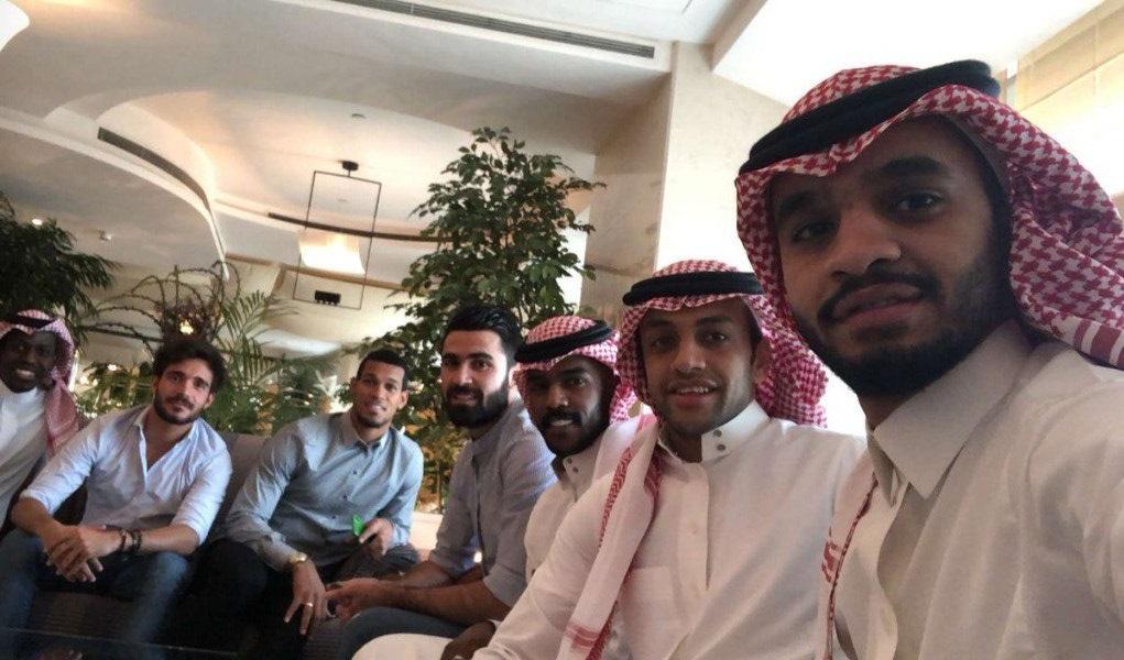 بالصور: الوليد طلال يستقبل فريق بالصور: الوليد طلال يستقبل فريق