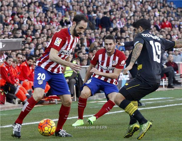 الدوري الاسباني : إشبيلية يعطل أتلتيكو مدريد بالتعادل ويعزز صدارة برشلونة