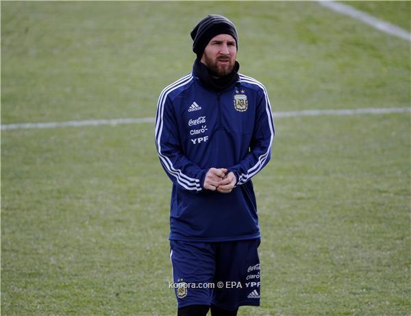 ميسي يصل الأرجنتين للانضمام إلى معسكر التانجو