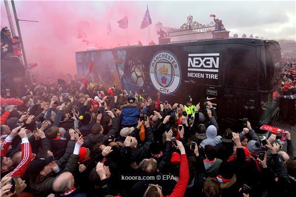 بالصور: النيران تحاصر حافلة مانشستر سيتي