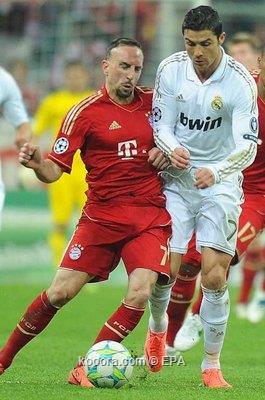 رونالدو ينافس ريبيري وإنييستا على القدم الذهبية 2012-04-17-000001031