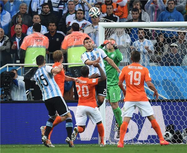 """الأرجنتين تطيح بهولندا بركلات """"الحظ"""" الترجيحية وتتأهل لنهائي المونديال"""
