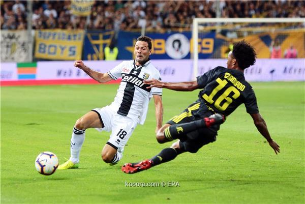 Parma's Massimo Gobbi (L) in action against Juventus' Juan Cuadrado (R) during the Italian Serie A soccer match between Parma Calcio and Juventus FC in Parma, Italy, 01 September 2018.