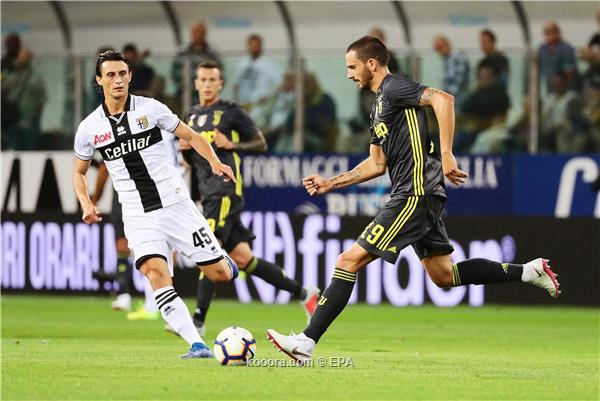 Parma's Roberto Inglese (L) in action against Juventus' Leonardo Bonucci (R) during the Italian Serie A soccer match between Parma Calcio and Juventus FC in Parma, Italy, 01 September 2018.