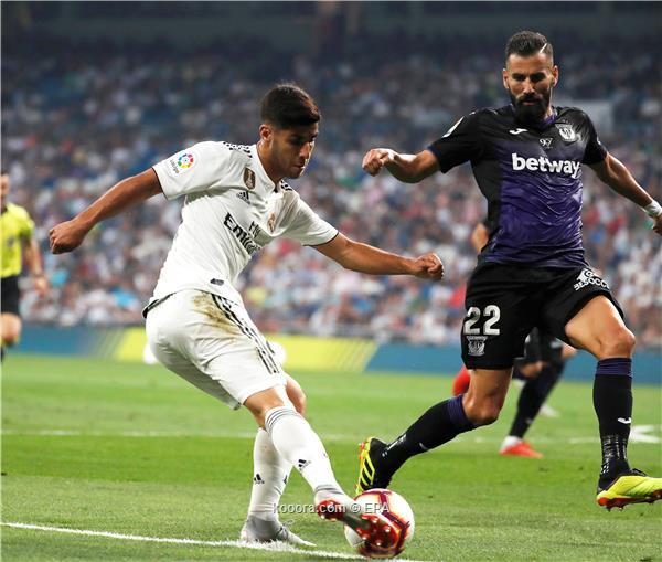 Real Madrid's Marco Asensio (L) in action against Leganes' Dimitrios Siovas (R) during the Spanish La Liga soccer match between Real Madrid and CD Leganes in Madrid, Spain, 01 September 2018.