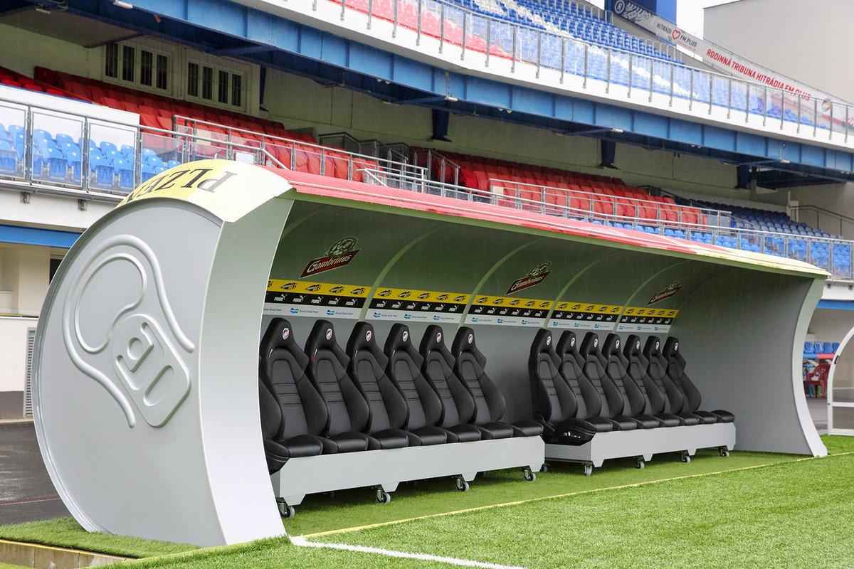 تقنية جديدة لحماية اللاعبين البدلاء من برودة الجو ?i=mkandeel2%2f12%2f9%2f10
