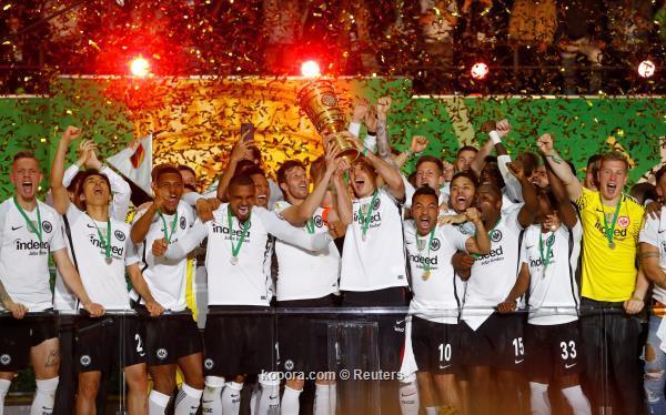 فرانكفورت يغتال حلم بايرن ميونخ ويحرز لقب كأس ألمانيا