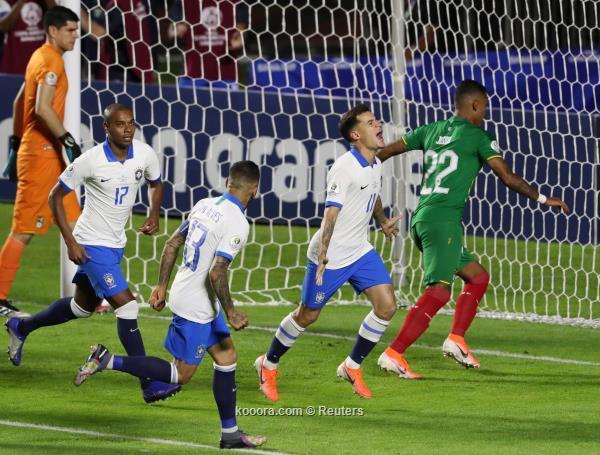 فرحة كوتينيو ولاعبي البرازيل بالفوز