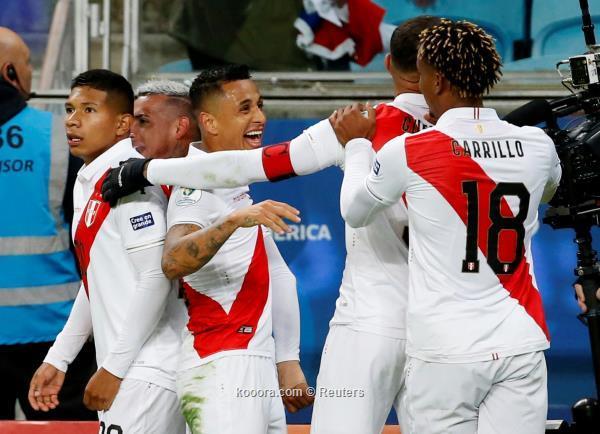 فرحة لاعبي بيرو
