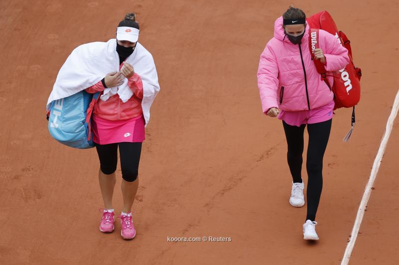 الأمطار توقف مباراة أزارينكا في رولان جاروس