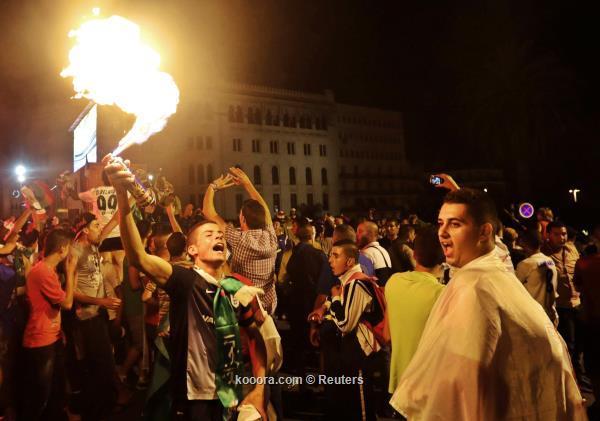 بالصور أفراح هستيرية شوارع الجزائر احتفالا بالإنجاز التاريخي