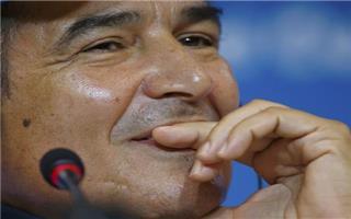 مدرب كوستاريكا يهاجم الحكام ويكشف حديثه لروبن