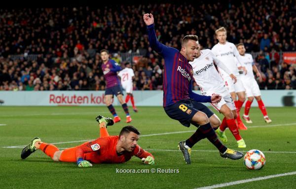 برشلونة يسحق إشبيلية بالسته ويعبر
