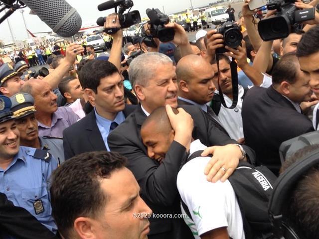 """بالفيديو والصور.. إستقبال الأبطال لمنتخب """"الخضر"""" في الجزائر Koo_10440630_1437850366480109_133861871921578305_n"""