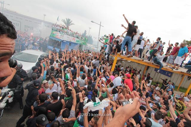 """بالفيديو والصور.. إستقبال الأبطال لمنتخب """"الخضر"""" في الجزائر Koo_14"""