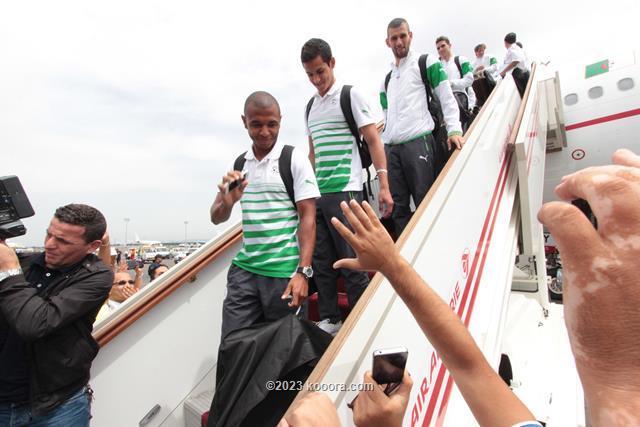 """بالفيديو والصور.. إستقبال الأبطال لمنتخب """"الخضر"""" في الجزائر Koo_3"""