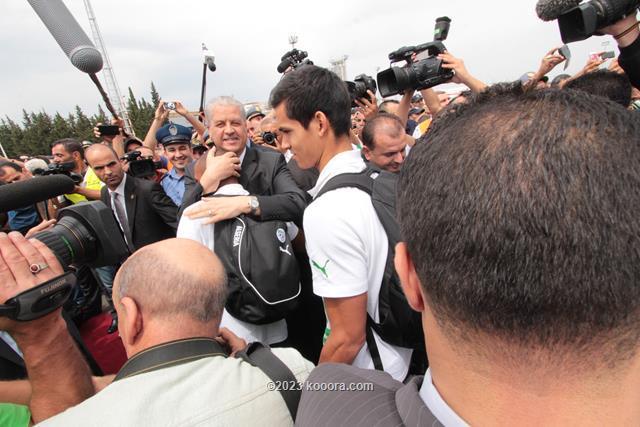 """بالفيديو والصور.. إستقبال الأبطال لمنتخب """"الخضر"""" في الجزائر Koo_9"""