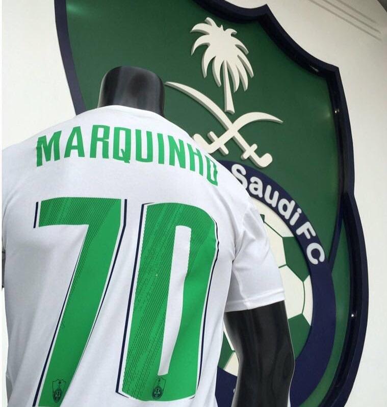 9f0573e91 أعلن متجر النادي الأهلي عن قميص لاعب وسط الفريق الجديد البرازيلي ماركينيو  والذي سيرتديه خلال المؤتمر الصحفي الخاص بتقديم اللاعب مساء الأحد.