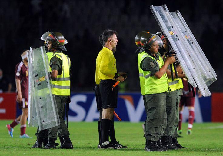 أوروجواي تلغي مباريات اليوم بعد الاعتداء على حكام