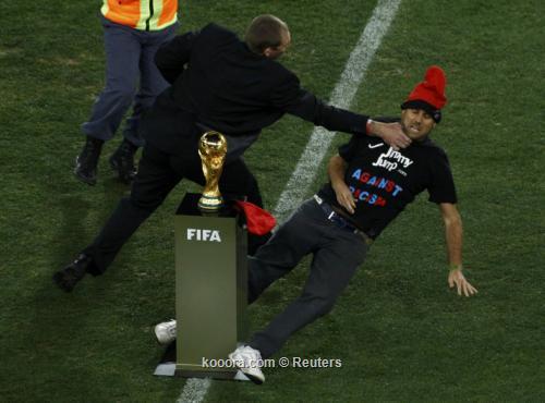كأس العالم يلبس قبعة! I.aspx?i=albums%2fmatches%2f565366%2f2010-07-11t182959z_01_wcp523_rtridsp_3_soccer-world_reuters