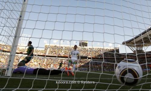 الجزائر سلوفينيا ألبوم الصور صورة) 2010-06-13t134612z_01_wca153_rtridsp_3_soccer-world_reuters.jpg