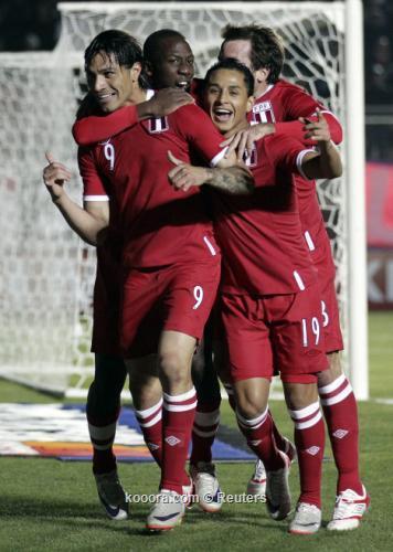 أوروجواي يقلد التانجو والسامبا ويفلت 2011-07-04t225349z_01_sju610_rtridsp_3_soccer-copa_reuters.jpg