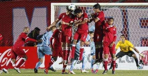 أوروجواي يقلد التانجو والسامبا ويفلت 2011-07-05t000445z_01_sju635_rtridsp_3_soccer-copa_reuters.jpg