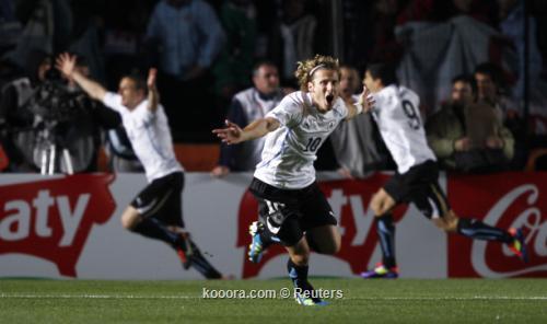 ضربات الترجيح تبدد أمال الأرجنتين 2011-07-16t223732z_01_jmg68_rtridsp_3_soccer-copa_reuters.jpg