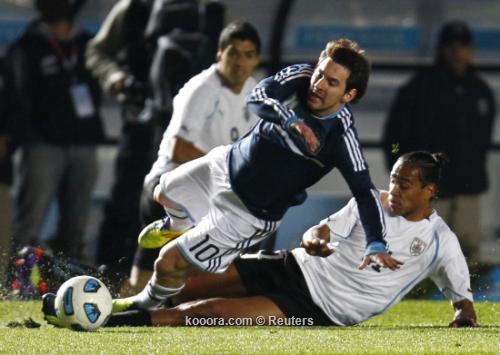 ضربات الترجيح تبدد أمال الأرجنتين 2011-07-16t231527z_01_jmg85_rtridsp_3_soccer-copa_reuters.jpg