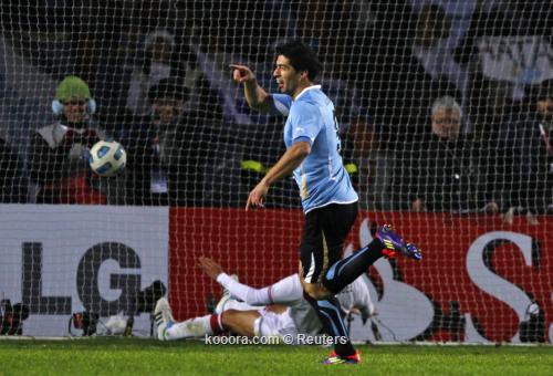 ثنائية سواريز توقظ بيرو من 2011-07-20t021456z_01_sfr22_rtridsp_3_soccer-copa_reuters.jpg