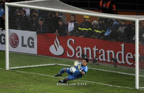 حارس باراجواي أفضل لاعب في مباراة البرازيل : ضربات الترجيح أشبه باليانصيب i.aspx?i=efe%2f20110
