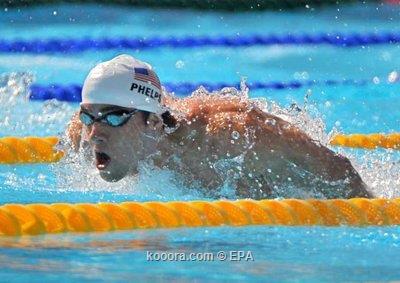 فيلبس يتأهل بسهولة لقبل النهائي مع مواصلة تحطيم الأزمنة القياسية ببطولة العالم للسباحة