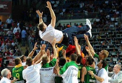 منتخب الولايات المتحدة الأمريكية يفوز على منتخب تركيا ويتوج بلقب كأس العالم  I.aspx?i=epa%2fbasketball%2f2010-09%2f%2f2010-09-12-00000102331579