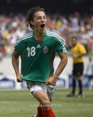 مشاركة النجم المكسيكي جواردادو أمام أمريكا رهن نتيجة الفحص الطبي