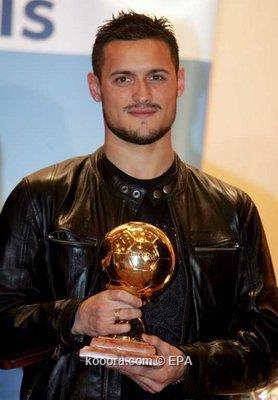 الجزائري كريم زياني : لا أفكر في جائزة أفضل لاعب بالدوري القطري