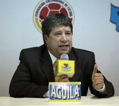 مدرب كولومبيا يشيد بالتزام لاعبيه 2010-05-05-00000102143625.jpg