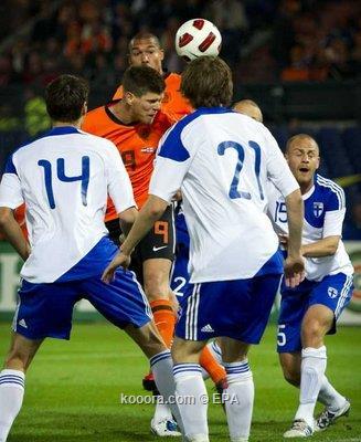 هونتلار يواصل تألقه ويقود هولندا 2010-09-07-00000102321722.jpg