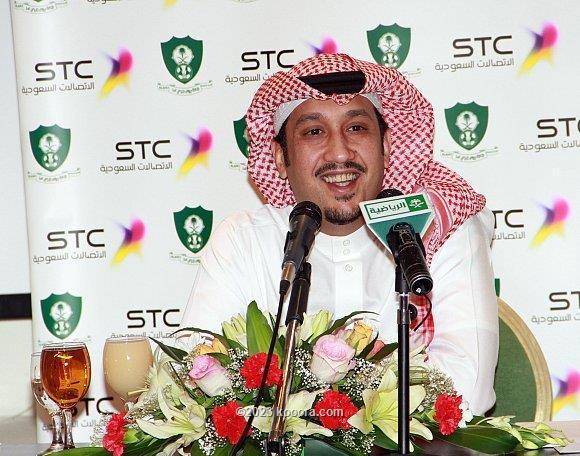 رئيس الأهلي السعودي : لاعبونا ظهروا بمستوى متواضع أمام الهلال..والمسيليم الإستثناء الوحيد I.aspx?i=momaty%2fkoo_ahlii