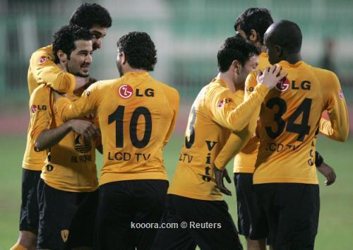 الاحتفال مع ثلاث ابطال  I.aspx?i=reuters%2f2011-03-22%2f%2f2011-03-222011-03-22t214313z_01_kuw05_rtridsp_3_soccer-kuwait_reuters