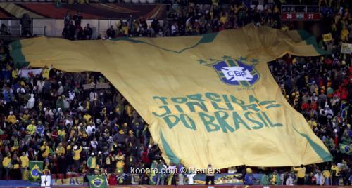 الاتحاد البرازيلي يناشد الجماهير تحفيز 2010-06-15t185604z_01_wcp408_rtridsp_3_soccer-world_reuters.jpg