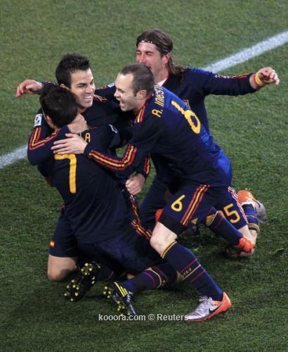 إسبانيا لا تزال في صدارة 2010-07-03t201433z_01_wcb439_rtridsp_3_soccer-world_reuters.jpg