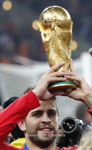 """بيكيه ينتظر """"تكرار الإنجازات"""" مع 2010-07-11t213743z_01_wcp592_rtridsp_3_soccer-world_reuters.jpg"""