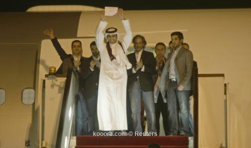 استقبال شعبي حافل في الدوحة 2010-12-03t202556z_01_doha28_rtridsp_3_soccer-world_reuters.jpg