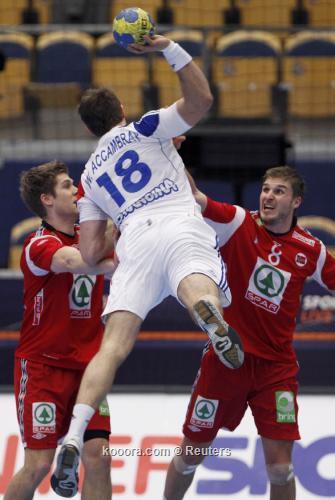 لاعبي فرنسا سعداء بتآهلم لنصف 2011-01-242011-01-24t204345z_01_hnd115_rtridsp_3_handball_reuters.jpg